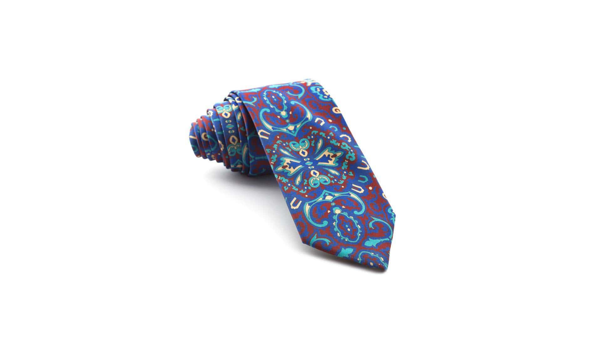 ¿Cómo combinar una camisa de rayas anchas con corbata estampada?