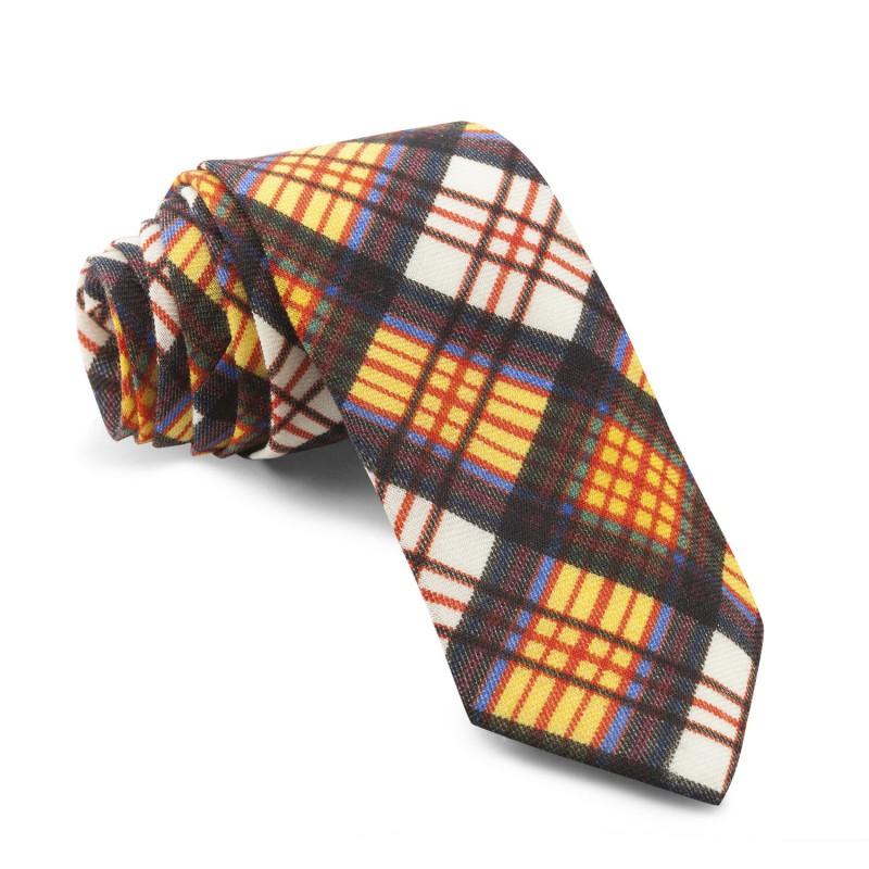 ¿Cómo combinar una corbata de cuadros?