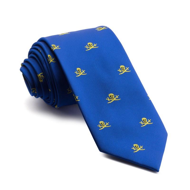 Elegante Corbata Azul con estampados de piratas amarillos