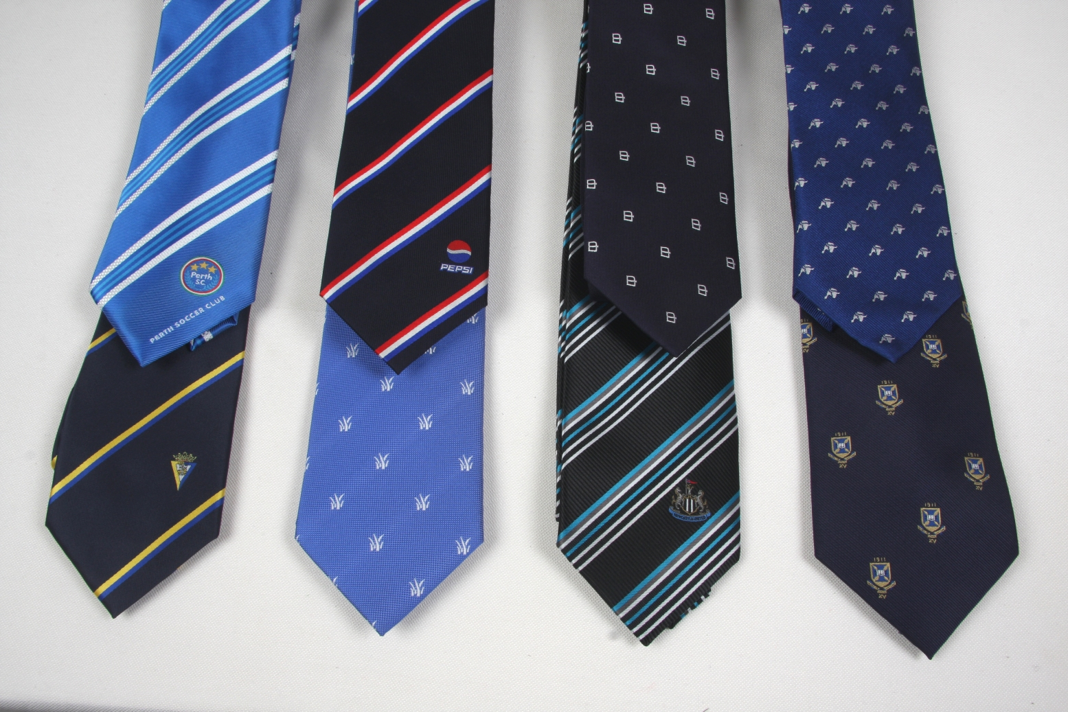 Corbatas de diseño con mucha clase. atrociouslf.gq es desde hace años la tienda líder en España de corbatas de atrociouslf.gqa nueva marca de diseño es